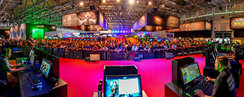 gamescom-2013-sc2-players-blizzard-booth-7.jpg